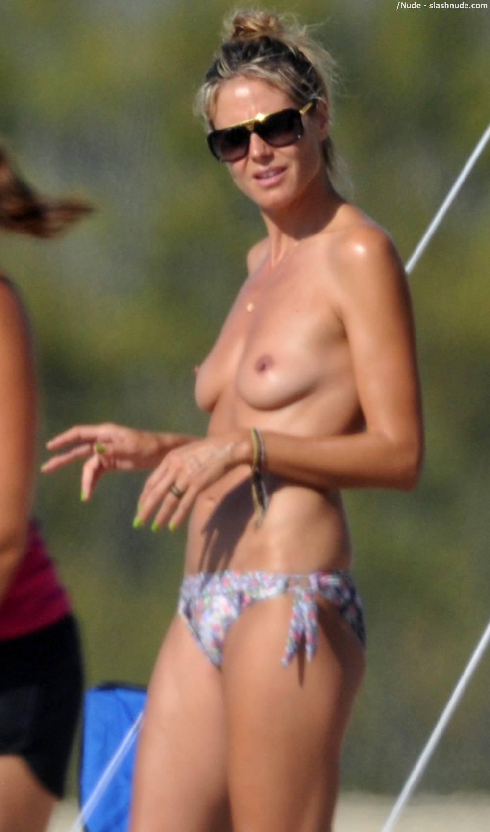 Heidi-Klum-Topless-Beach-Mom-Hard-At-Work-3880-11-8032