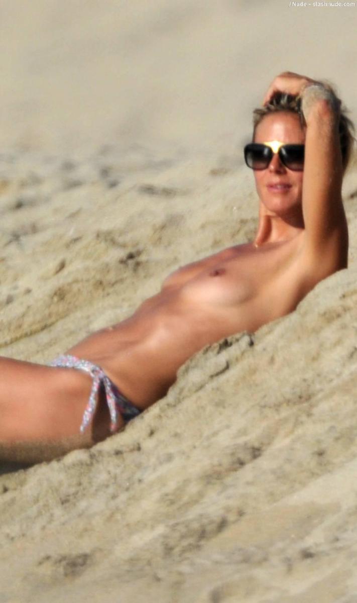 Asian topless beach-4824
